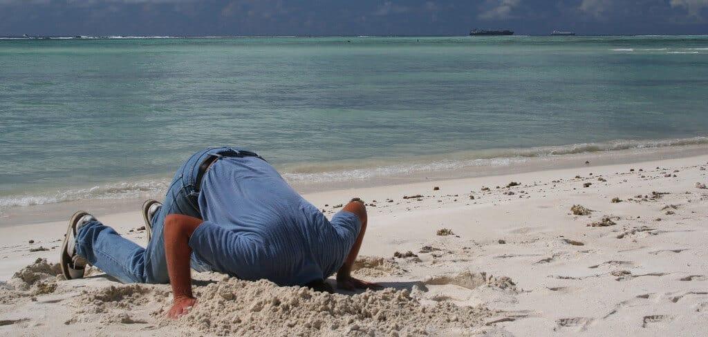 enterrar-a-cabeça-na-areia