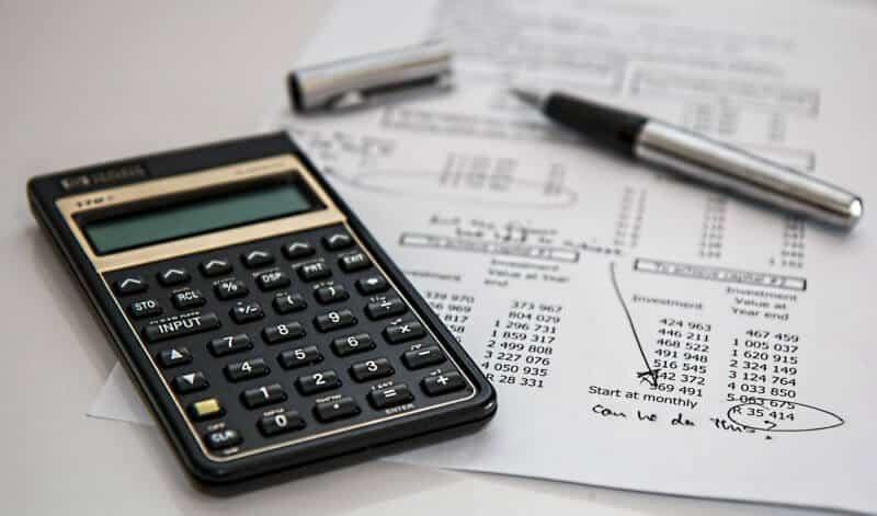 calculadora e papel e caneta