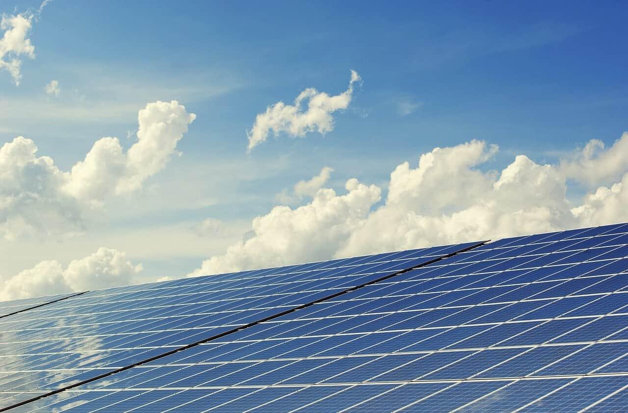 Saiba como poupar na sua factura energética com as energias renováveis