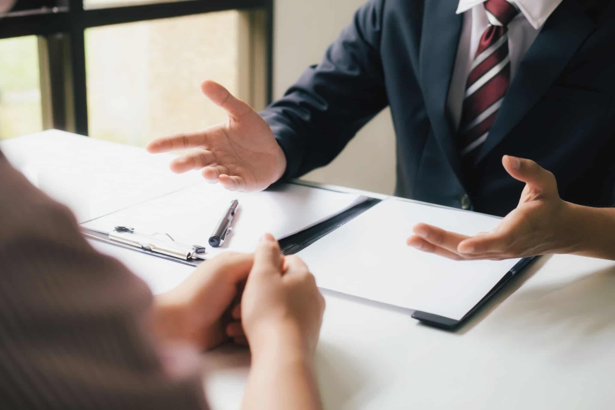 negociador a falar com o seu cliente
